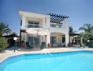 3 Bedroom Villa Elegance in Sea Caves Property Image