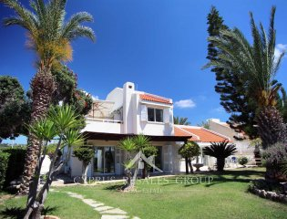 4 Bedroom Seafront Villa Argaki in Chloraka Property Image