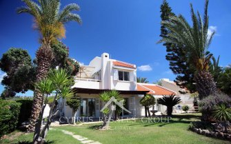 4 Bedroom Seafront Villa Argaki in Chloraka