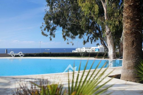 Stunning overflow swimming pool in the resort development Leptos Kings Palace, Kato Paphos